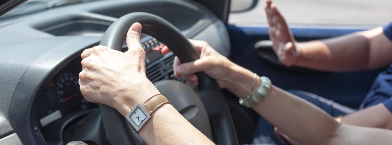 Aprender a manejar un coche no es tan sencillo como parece, pues tienes que tener presente varias cosas antes de tener el volante entre tus manos.