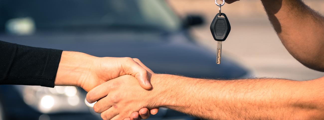¿Sabes cómo comprar un auto usado o nuevo? Conoce aquí todos los requerimientos que debes cumplir para realizar esta importante operación.