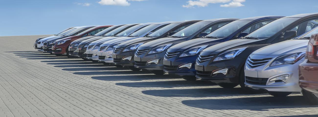 Te presentamos una guía para que descubras qué es un tianguis de autos y cuál es el mejor sitio para vender tu coche: una agencia, un lote, o un tianguis.