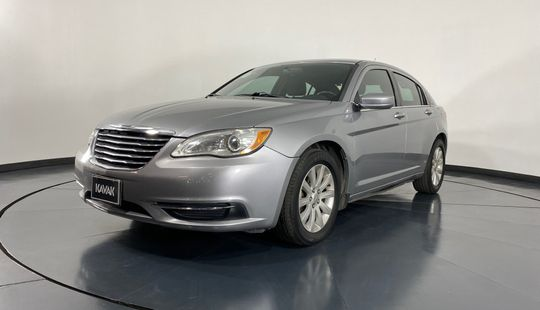 Chrysler 200 Touring-2013