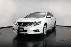 https://images.kavak.services/images/2332/nissan-altima-exclusive-2017-1541615681-1.jpg