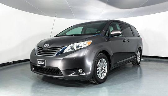 Toyota Sienna XLE-2013