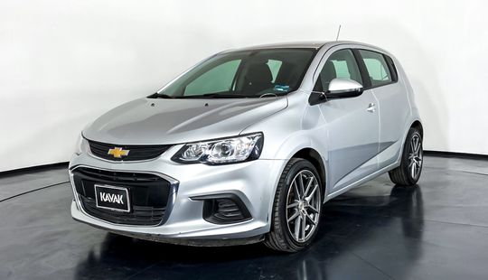 Chevrolet Sonic HB. LT (Cambio de línea)-2017